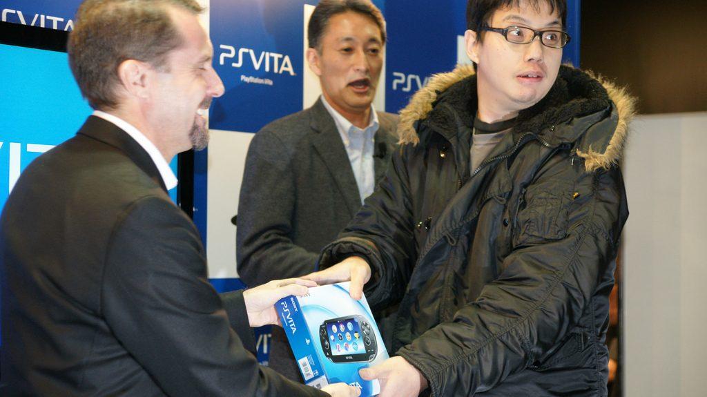 Em Imagens: O Lançamento do PlayStation Vita no Japão